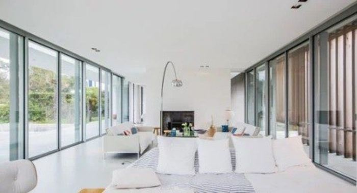 inspiration une maison de vacances aux multiples cadrages actualit s miroiterie du. Black Bedroom Furniture Sets. Home Design Ideas